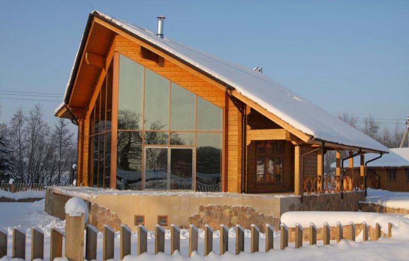 брусовый дом с панорамным остеклением