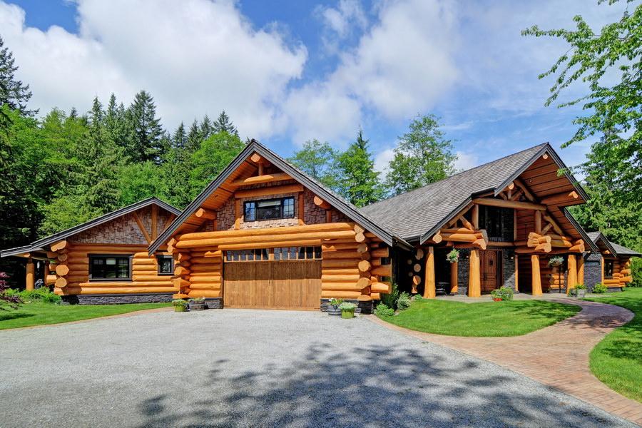 рубленный дом в горах