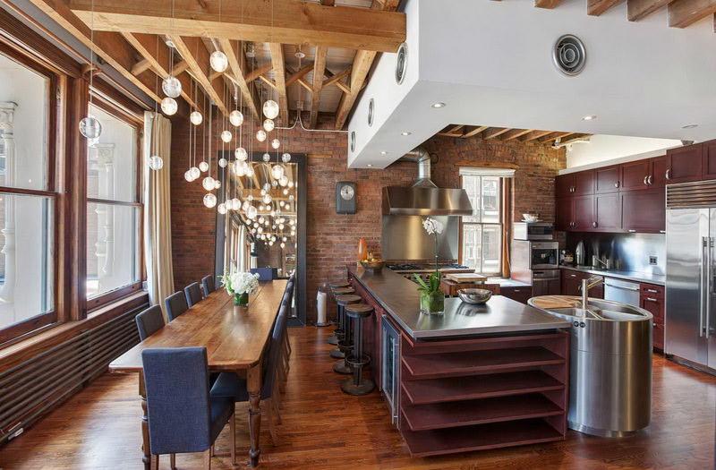 Кухня-столовая в доме из кирпича