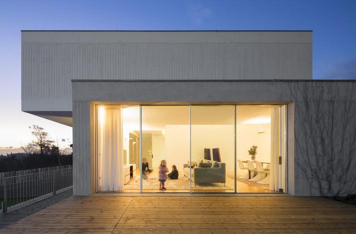 Монолитный дом с панорамными окнами