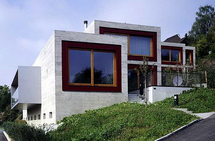 современный бетонный дом на склоне